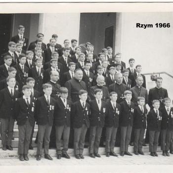 1966 - Rome- sur les escaliers de la Maison G+®n+®rale des Oblats