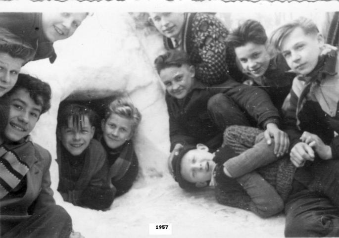 Notre igloo, fabriqué en février 1957... (Photo Jean Lesniak)