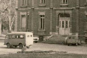Camionnette N°2 Renault, 2cv Citroën, Break 404 Peugeot.