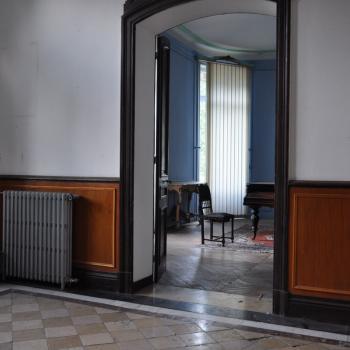 Le Hall du Château vide ou presque