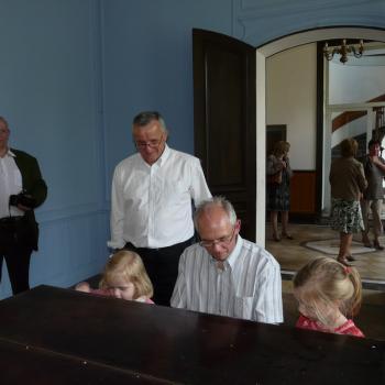 Georges Burzicki joue du Chopin pour ses petites filles