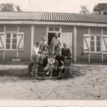 Devant les dortoirs, Stella Plage début des années 60