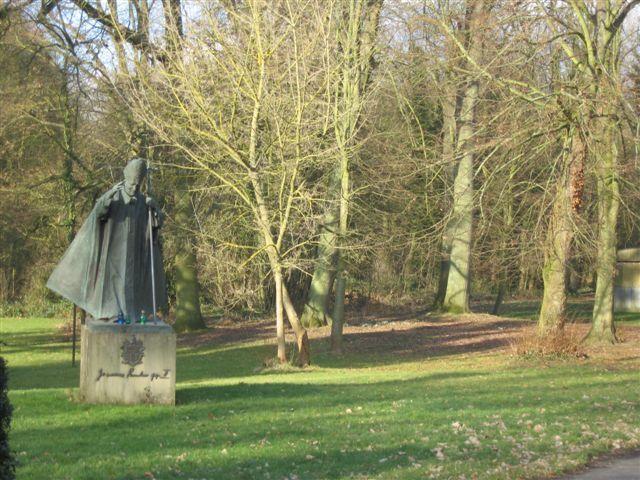 La statue de Jean Paul II erigée par la Fondation Jean Paul II en ?
