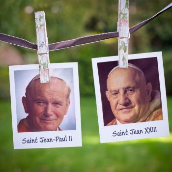 Des Hommes, des Papes, des Saints.