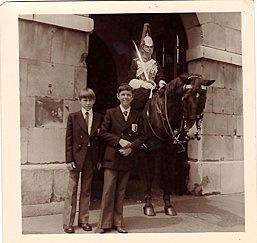 R Paluk St Cas Londres 1974