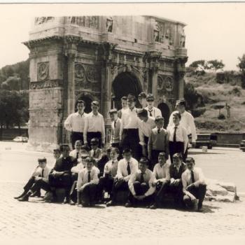Rome-Mai 1966, devant l'Arc de triomphe de Titus près du Colisée