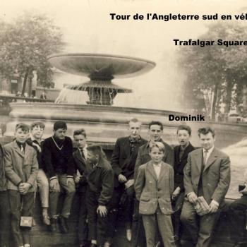 Tour de l'Angleterre sud en vélo,Trafalgar Square, juillet 1964