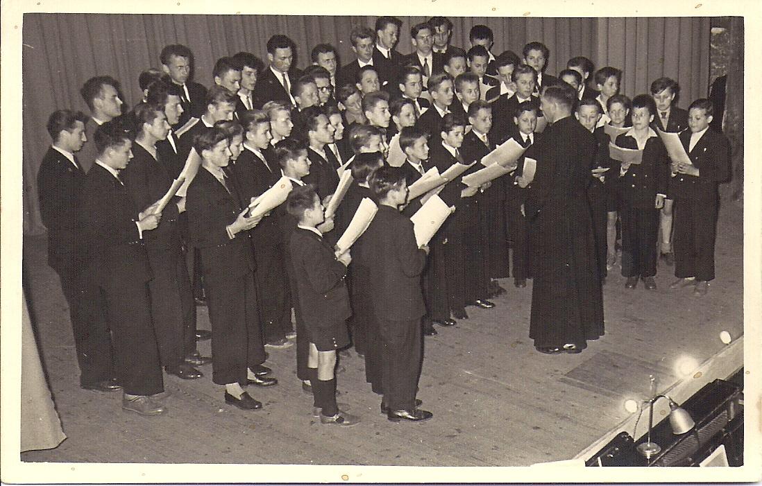 1951-ostricourt-salle-saint-stanislas-chorale.jpg