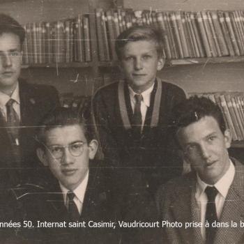 Qui est assis à côté du Casimirien à lunettes ? CLIQUE SUR LA PHOTO POUR L'AGRANDIR.