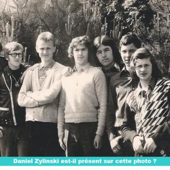 Notre ami casimirien et Rev Père Daniel Zylinski est il sur cette photo des années 70 ? Cliquer pour agrandir la photo.  Cliquer pour agrandir la photo.